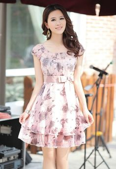 Turn the lights on next time you get dressed cute outfits мо Grey Floral Dress, Cute Floral Dresses, Cute Summer Dresses, Casual Dresses, Fashion Dresses, Pretty Dresses For Women, Pretty Girls, Beautiful Outfits, Cute Outfits