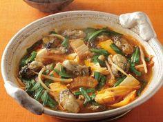 かきの辛みそ鍋 レシピ 講師は田口 成子さん|【鍋ものコレクション2013】白菜キムチとコチュジャンで、韓国風の鍋料理。じんわりとした辛さが魅力です。かきは下味をつけて焼き、白菜キムチは炒めて酸味をとばしておくのがポイント。