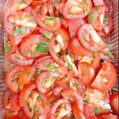 Gemarineerde tomatensalade Meat Recipes, Real Food Recipes, Yummy Food, Pesto, Healthy Recepies, Tapas, Barbecue, Tasty Dishes, I Love Food