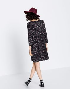 Autumn Winter 2017 new in trends for women at PULL&BEAR. Boho Chic, Pull N Bear, Street Style Looks, Boho Rings, Cold Shoulder Dress, High Neck Dress, Floral, Style Inspiration, Style Fashion