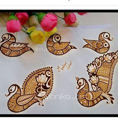 Peacock Mehndi Designs, Pretty Henna Designs, Henna Tattoo Designs Simple, Back Hand Mehndi Designs, Latest Bridal Mehndi Designs, Full Hand Mehndi Designs, Mehndi Designs 2018, Mehndi Designs For Girls, Henna Art Designs