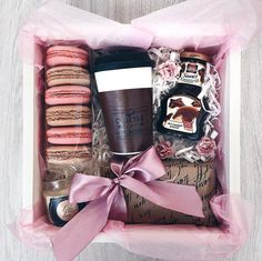 Diy Christmas Baskets Gifts 42 Ideas For 2019 Diy Christmas Baskets, Diy Christmas Gifts, Holiday Gifts, Santa Gifts, Diy Gift Baskets, Gift Hampers, Homemade Gifts, Diy Gifts, Sweet Box