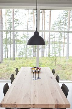 Linjakas kesähuvila Sysmässä is part of Modern barn house - Cottage Garden Plan, Cottage Garden Design, Unique Cottages, Modern Barn House, World Decor, Scandinavian Home, Home And Living, Home Kitchens, Kitchen Dining
