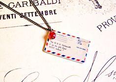 Sautoir enveloppe vintage en pâte polymère - collier enveloppe vintage, pendentif lettre, collier lettre, collier enveloppe par OhlalaMademoiselle sur Etsy https://www.etsy.com/fr/listing/121492677/sautoir-enveloppe-vintage-en-pate