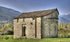 Sabiñánigo    Iglesia de San Juan de Busa, en el recorrido de la Ruta del Serrablo.
