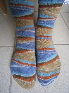 Cleverly striped socks (free pattern)