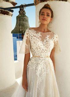 Eva Lendel Wedding Dress | itakeyou.co.uk #weddingdress #weddingdresses #shortsleeve #longsleeves #ballgown #weddinggown #evalendel #bride #bridedress