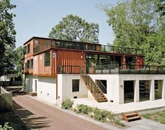 11 Shipping Containers Went Into This Cozy Pennsylvania Home