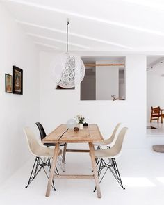 White interiors have been coming at us for some time now, mainly practiced in the northern hemisphere. But in this time when ' there is a cleaning out' of all systems, both economic, fiscal, environmental and all - people are creating interior spaces that reflect this universal activity.