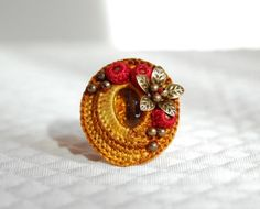 Adore this ring! ~~ Crochet ring by Olivia Munroe Crochet Rings, Bead Crochet, Knit Or Crochet, Crochet Necklace, Crochet Jewellery, Unusual Jewelry, Cute Jewelry, Jewelry Crafts, Jewelry Art