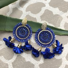 Bianca Beaded Medallion Floral Tassel Earring @ ShopMoniqueLynn.com  #statementearrings  #earrings #beadedearrings #treasurejewels #streetstyle #fashion