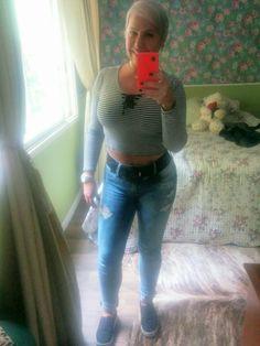 Passeio de domingo jeans destroyed, blusa navy com ilhoses tênis yatch