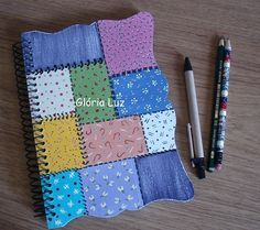 Caderno com capa de madeira