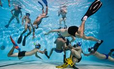 Underwater Rugby is the ultimate test of strength, speed and swimming ability. Two teams of athletes battle it out in a pool to score goals . Underwater Rugby, Contact Sport, Miss America, Water Life, Pictures Of The Week, Swimming Pools, Athlete, In This Moment, Diving