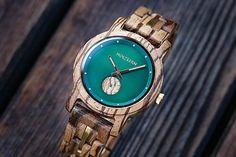 Holzkern | Handgefertigte Uhren aus Holz und Stein | Warum so eine Uhr jetzt jeder haben will Nanjing, Wood Watch, Bracelet Watch, Design, Watches, Fit, Products, Accessories, Fine Watches