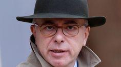Le tollé qu'a suscité le décret de Bernard Cazeneuve instaurant un fichier de collecte des données personnelles de tous les Français l'a poussé à accepter un débat parlementaire. Il a toutefois exclu de suspendre le décret en attendant le vote.