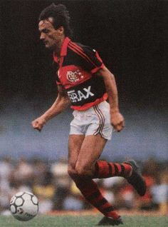Leandro, Right back / Center back. He played only in Flamengo. He really knew the meaning of the word loyal to the team. Career 1976-1990. Skills: Covering great distances, dribbling past players,  capable of delivering decisive crosses to the forwards