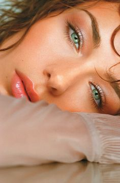 beatiful green/hazel eyes - just love her face & the pose