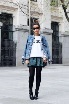 www.collagevintage.com  #fashion #style #collagevintage #fashionblogger #outfit #look #floral #sweatshirt #denim #jacket