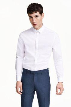 Hemd - Easy iron: Een hemd met lange mouwen, een klassieke kraag en coupenaden op de rug voor een getailleerde pasvorm. Easy iron. Slim fit.