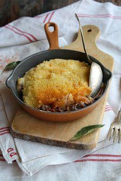 Hachis parmentier - Ingrédients : Les restes d'un ragoût de bœuf avec du jus (environ 500-600g), 1 kg de pommes de terre, 10 cl d'huile d'olive,5 cl de lait