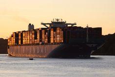 Hyundai Containerschiff in Hamburg