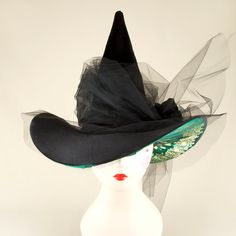 Black Velvet and Tulle Couture Witch Hat with Green by HOHOHATS - Just too fab for words. If only the Wicked Witch had this on her head - might have made the difference. Halloween Witch Hat, Fete Halloween, Halloween 2015, Holidays Halloween, Halloween Decorations, Witch Hats, Diy Witch Hat, Happy Halloween, Scary Halloween