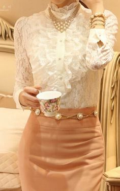 Discover recipes, home ideas, style inspiration and other ideas to try. Modest Fashion, Fashion Dresses, Look Fashion, Womens Fashion, Corporate Attire, Diy Schmuck, Blouse And Skirt, Blouse Vintage, High Collar
