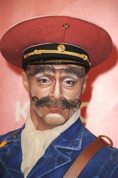 El mismísimo St. Pepper en persona. The Beatles LOVE, Cirque du Soleil, The Mirage, Las Vegas. reserva tu entrada: http://www.weplann.com/las-vegas/beatles-love-cirque-du-soleil
