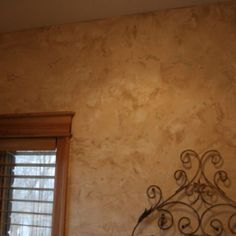 Faux Finish wall( via Fresh Paint)  I need to know what colors these are!