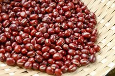 Adzuki beans, also called aduki or azuki beans, are small, red, dry beans often used in Japanese and Chinese dishes. Their small size lets them cook more. Azuki Bean Recipes, Lima Bean Recipes, Desserts Japonais, Small Red Beans, Instant Pot, Red Beans Recipe, Cooking Dried Beans, Cooking Pumpkin, Cooking Beets