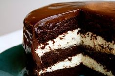 Chocolate cake with cream filling Chocolate Frosting Recipes, Chocolate Chip Cookie Cake, Chocolate Cake Mixes, Decadent Chocolate, Chocolate Chips, Cake Mix Recipes, Dessert Recipes, Cake Pan Sizes, Moist Cakes