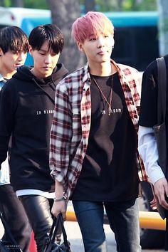 150501 BTS on the way to pre-record Music Bank Min Yoongi Bts, Jimin Jungkook, Min Suga, Bts Bangtan Boy, Bts Boys, Agust, Taehyung, Rap Lines, Fanart