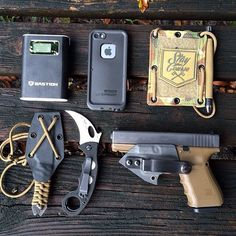 Lots of badass companies represented here. Love this EDC. Edc Tools, Survival Tools, Survival Hacks, Survival Guide, Bushcraft, Glock Mods, Edc Tactical, Tactical Life, Everyday Carry Gear