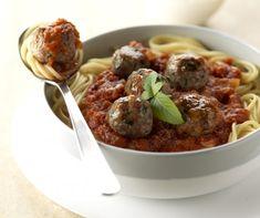 Paradicsomos húsgolyós spagetti Recept képpel - Mindmegette.hu - Receptek Spagetti, Beef, Food, Balls, Meat, Essen, Meals, Yemek, Eten