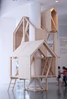 Best Ideas For Architecture and Modern Design : – Picture : – Description These tree house-like cabins are built up around the column of a building rather than over the branches of a tree. Indoor Tree House, Indoor Trees, Modern Tree House, Indoor Playhouse, Playhouse Plans, Deco Kids, Interior Architecture, Interior Design, Wooden House