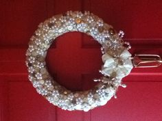 Buttons and pearls wreath  http://www.ecrafty.com/c-595-glass-pearls.aspx