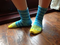 This is the pattern in the Little Bit Sock Club. Patterned Socks, Knitting Socks, Knitting Patterns, Slippers, Booty, Crafty, Hats, Inspiration, Knit Socks