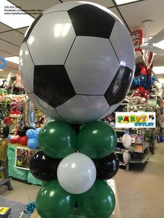 Soccer balloons noahs party ideas in 2019 воздушные шары, футбол, спорт. Soccer Birthday Parties, Soccer Party, Balloon Centerpieces, Balloon Decorations, Football Balloons, Balloon Stands, Soccer Theme, Balloon Columns, Fun Snacks For Kids