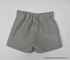 SHORT PARA NIÑO O NIÑA (PATRONES INCLUÍDOS) Boys Summer Outfits, Summer Boy, Bermudas Shorts, Casual Shorts, Sewing For Kids, Baby Sewing, Short Niña, Couture, My Baby Girl