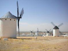 Molinos de viento en Castilla la Mancha. España