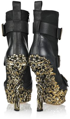 Alexander Mcqueen Floralengraved Leather Boots in Black