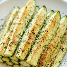 Crisp, tender zucchini sticks oven-roasted to absolute perfection. It's healthy, nutritious and completely addictive! Zucchini and parmesan cheese. It's a match made in heaven. Parmesan Zucchini Fries, Zucchini Crisps, Bake Zucchini, Healthy Zucchini, Zucchini Soup, Roasted Zucchini Chips, Courgette Recipe Healthy, Baked Zuchinni Recipes, Baked Zucchini Sticks