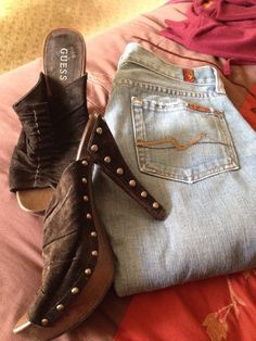 Item: Bundle 7 for all mankind size 26 & Guess high heels so 9 m