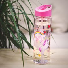 Botella de agua Colección Unicornios #water #bottleofwater #agua #botelladeagua #botella #plastico #unicornio #unicornios #arcoiris #original Cute Water Bottles, Plastic Bottles, Cute Unicorn, Unicorn Party, Barbie Camper, School Suplies, Bedroom Wall Designs, Unicorn Pillow, Unicorn Foods