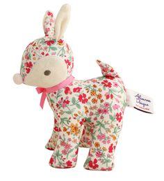 (http://www.spearmintlove.com/baby-deer-rattle-flower-bouquet/)