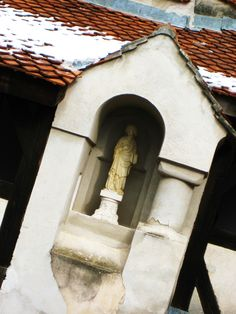 Bran Castle Dracula Castle, Places Ive Been, Bucket, Culture, Outdoor Decor, House, Home, Buckets, Homes