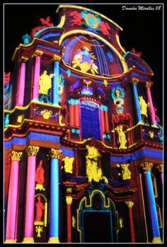 Espectáculo de luces de la catedral de Murcia el día de Navidad.