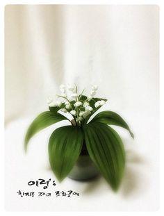 조화공예(아트플라워) 초급과정 은방울꽃 Convallaria majalis of art flower crafted http://blog.naver.com/koreapaperart  #조화공예 #종이꽃 #페이퍼플라워 #한지꽃 #아트플라워 #조화 #조화인테리어 #인테리어조화 #인테리어소품 #주문제작 #수강문의 #광고소품 #촬영소품 #디스플레이 #artflower #koreanpaperart #hanjiflower #paperflowers #craft #paperart #handmade #은방울꽃 #convallaria