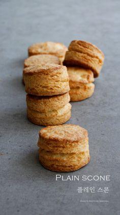 겉은 바삭 속은 촉촉 플레인 스콘 만들기 (영상, 레시피) : 네이버 블로그 Cafe Food, Pound Cake, Scones, Biscuits, Beverages, Muffin, Food And Drink, Bread, Cookies
